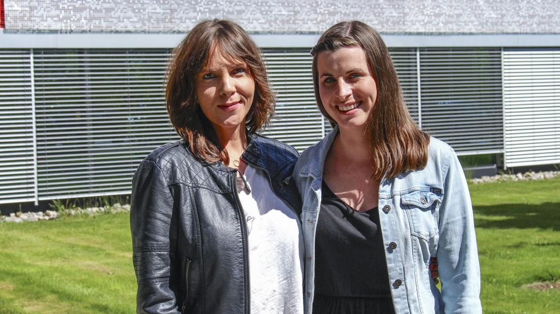 De to mentorene Nina Lian, masterstudent UIO(t.v.) og Eline Freim, NAV Vennesla(t.h.) er nyutdannede mentorer fra Mentorskolen Tettere på.