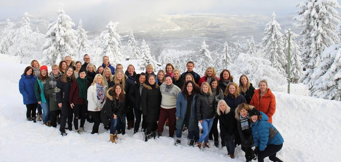 Gjengen fra Tønsberg Barneverntjeneste samlet på Lifjell. Foto: Siri L. Thorkildsen