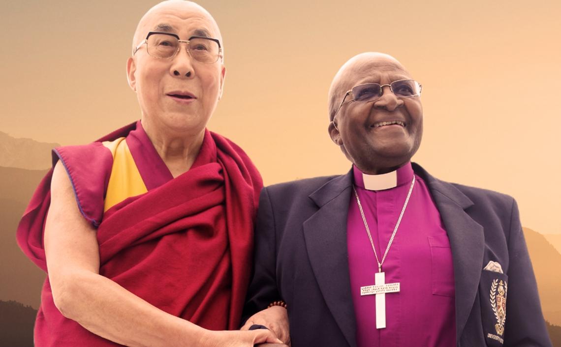 – En god latter er godt for hjertet. Livet gir sorg, motstand og smerte. Vi klarer ikke påkjenningene uten gleden, sier de to fredsprisvinnerne Tutu og Lama om i disse dager gir ut GLEDENS BOK, Book of Joy.