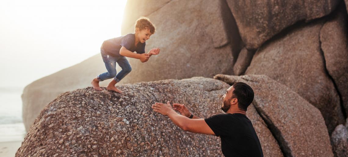 Kanskje er det slik at vi gjennom å bygge tillit til hverandre også på best mulig måte ivaretar både oss selv og hverandre? Illustrasjonsfoto: 123rf.com.
