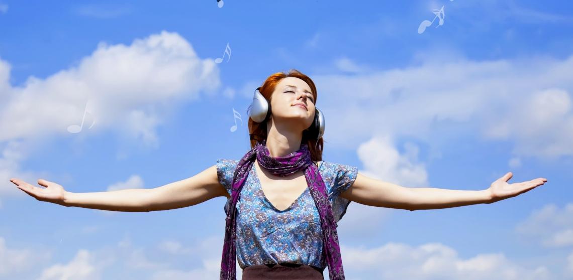 Illustrasjonsfoto: Shutterstock - Venner og familie er en av grunnene til at jeg fremdeles lever, sier Cathrin som har mange selvmordsforsøk bak seg. Nå utfordrer hun fagpersoner til å by på seg selv og lete etter det i barn og unge som vil leve- sel